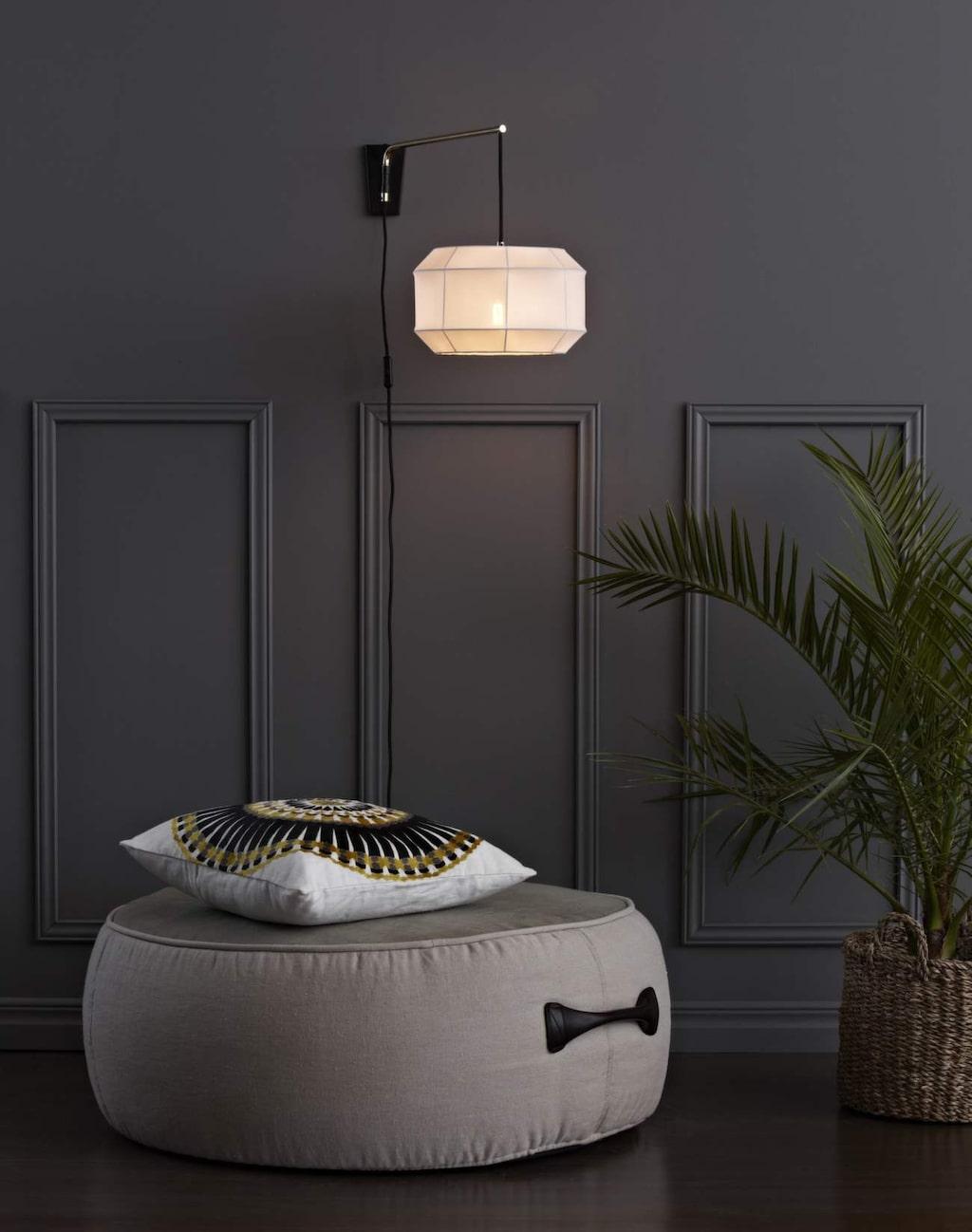 Väggbelysning. Vägglampa Corse med stomme i guldlackad metall. Från Markslöjd, 795 kronor, Belysningsdesign.se.