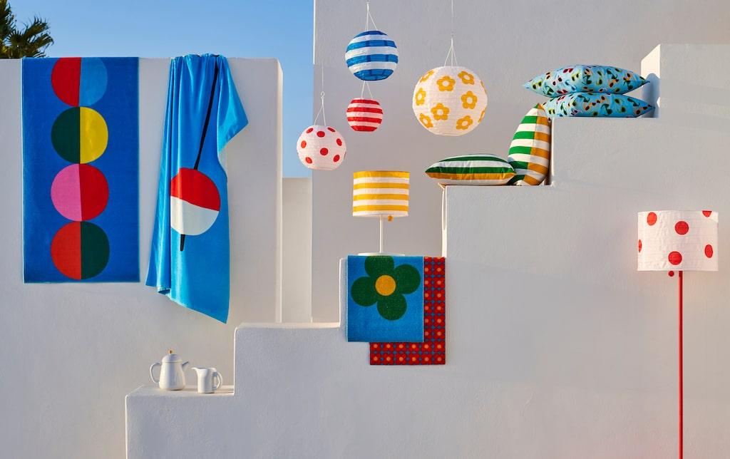 De lekfulla mönstren är skapade i samarbete med  Textilgruppen & Papperian, dagliga verksamheter i Växjö kommun. Kuddfodral 49 kronor, solcellsdrivna lampor 69 - 199 kronor, matta 149 kronor.