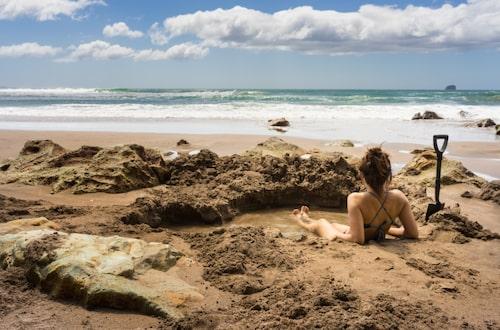 Gräv din egen spa-pool på Hot Water Beach.