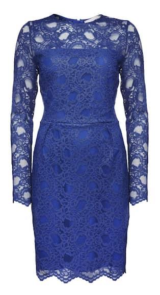 Emma  Det är hög chans att bli ensam om att bära knallblå spets till nyår.  Denna är klassiskt elegant c336bef13915a