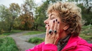 Amelia Adamos diagnos – lider av artros i fingrarna