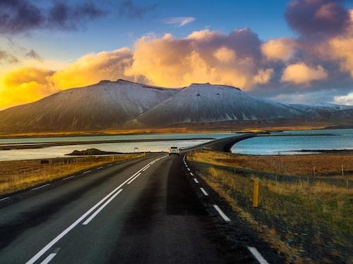 Vägringen går längs Islands kust.