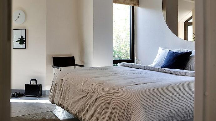 Det finns sex rum i villan, varav tre fungerar som sovrum just nu.