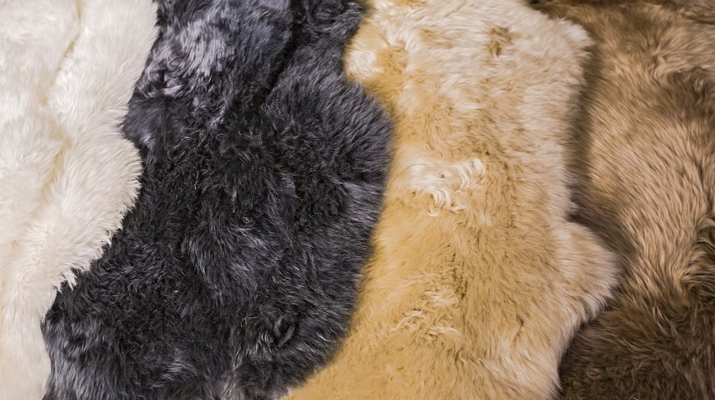 Men att ha på sig eller köpa prylar gjorda av fuskpäls är dåligt för miljön.
