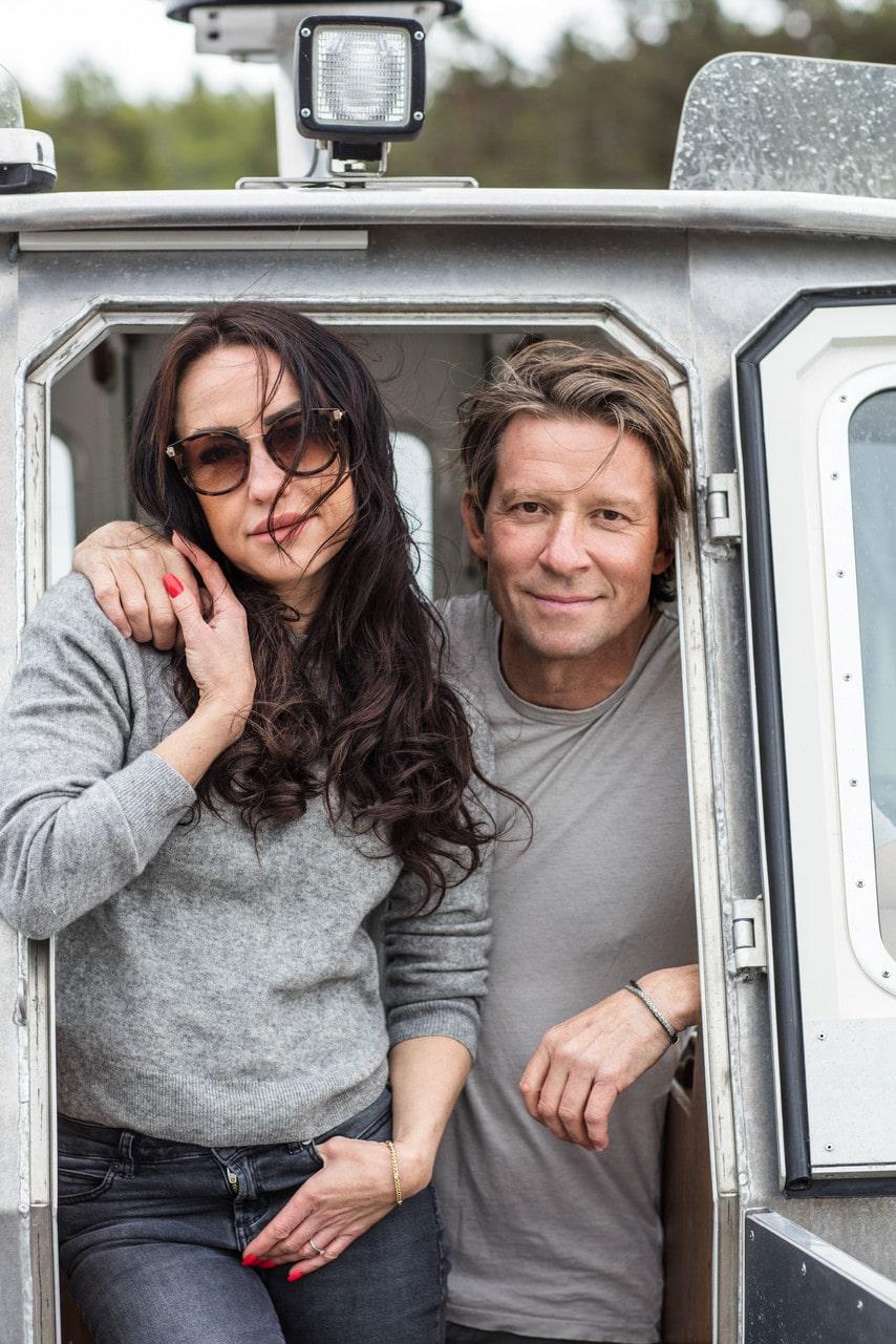 Stella och Joachim kunde semestra i Joachims pappas hus på ön. Men när paret fick tre barn i tät följd kände de att de ville bygga något eget.