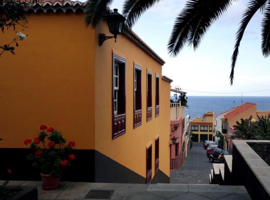Staden San Andres på nordöstra sidan av ön.