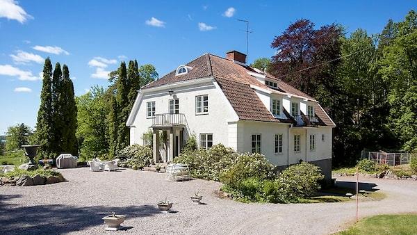 Idylliska Bastedalens Herrgård i Askersund.
