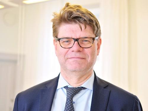 Sparar på fikabröd. Sjukhusdirektören Björn Zoëga uppmanar vårdpersonalen att spara in på fikabröd och mackor.