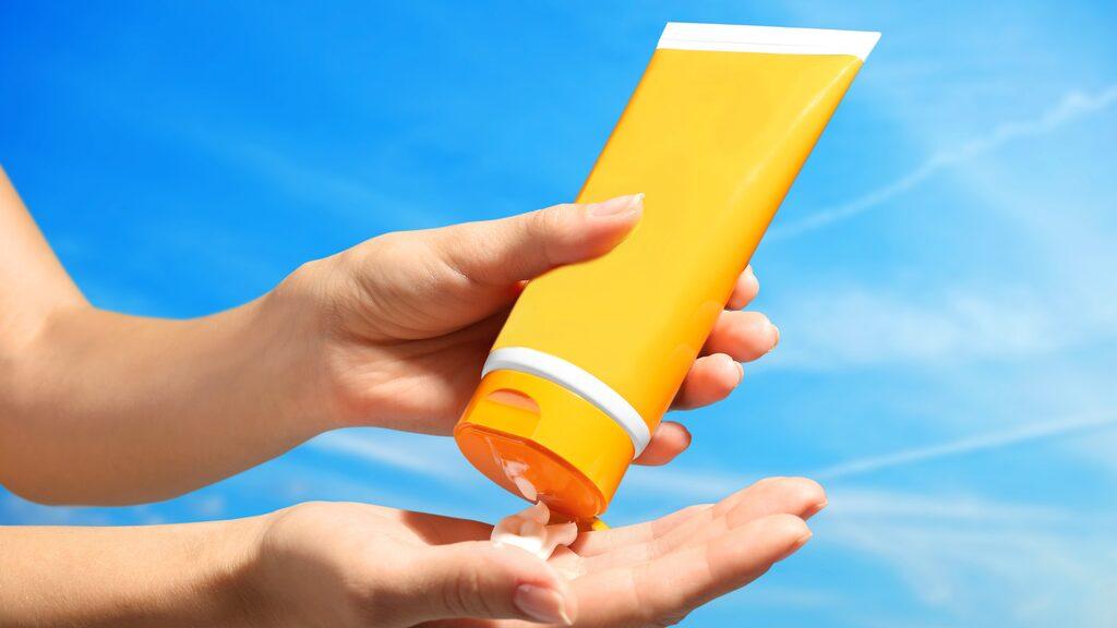 Glöm inte att applicera tillräckligt med solkräm. Många använder på tok för lite.