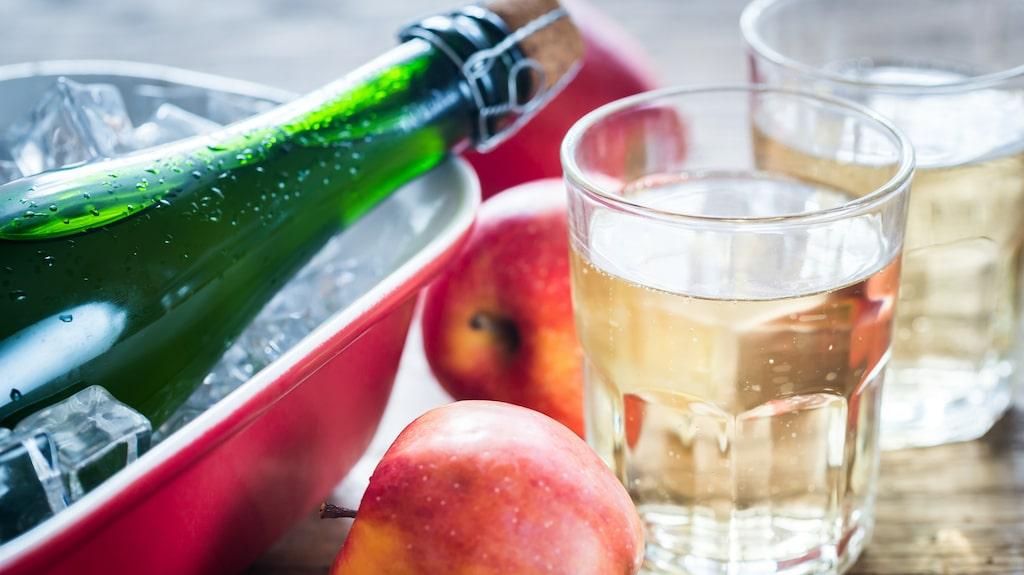 Ett utmärkt, alkoholfritt alternativ till mousserande vin är torr cider.