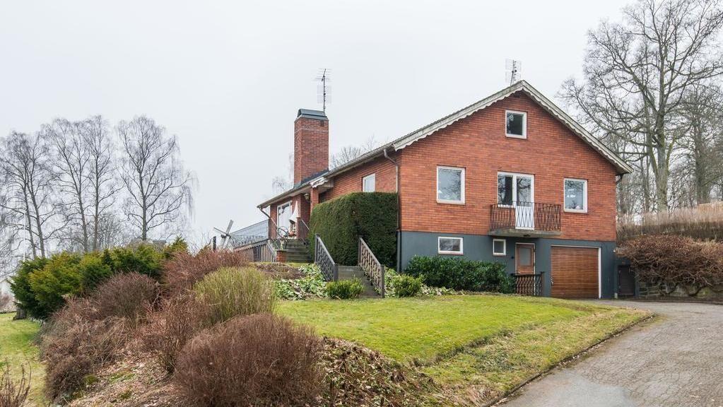 Huset från 1963 har en tomt på 1030 kvadratmeter.