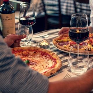 hur många kalorier innehåller ett glas vin