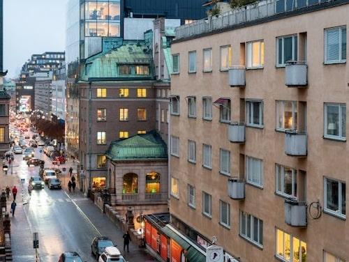 Utsikten från lägenheten som Samir nu säljer, som ligger på Norrmalm.