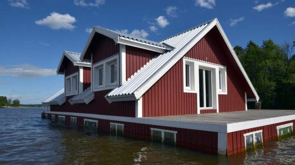 Alla fönster som halvt är under vattnet är en ditmålad kuliss.