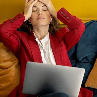 extremt trött vid mens