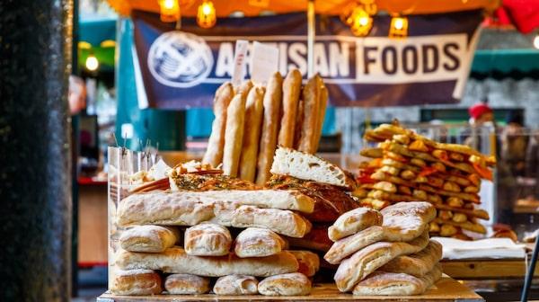 Producenter från hela England säljer sina varor på matmarknaden Borough Market.