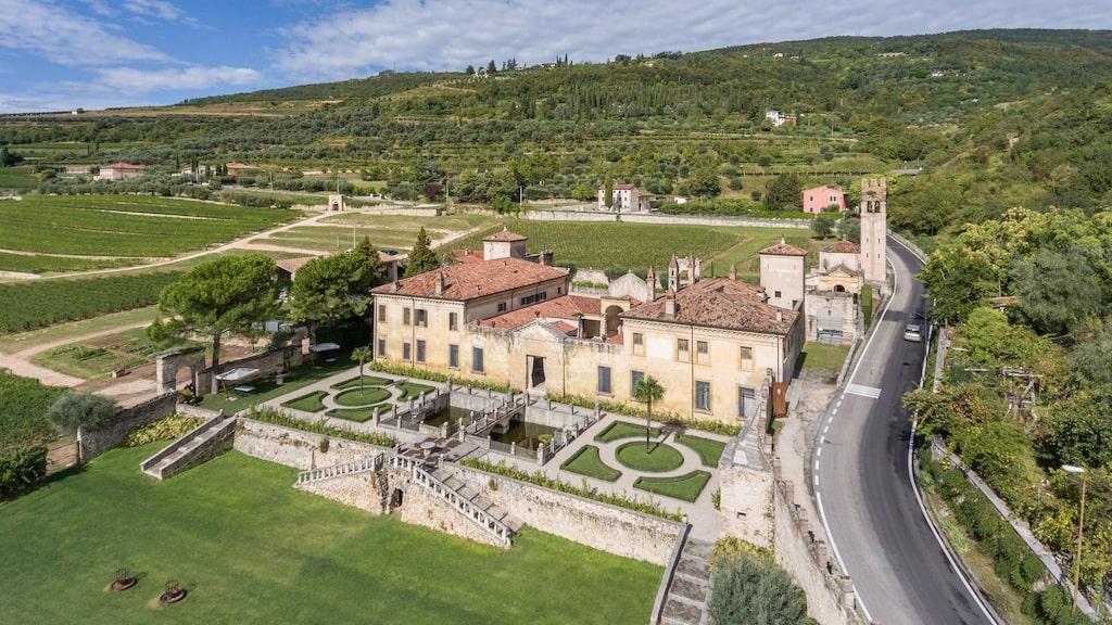 Den vackra renässansvillan Villa della Torre som tillhör familken Allegrini