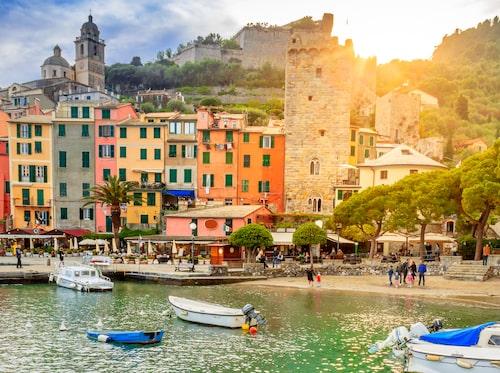 Bor du i Porto Venere kan du ta dig till Cinque Terre med hjälp av båt eller till fots.