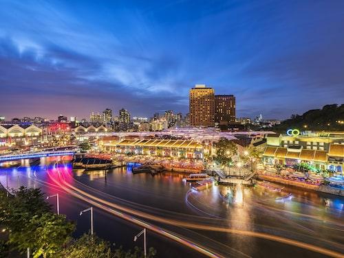Singapores främsta nöjesdistrikt är de gamla flodkvarteren kring Clarke Quay.