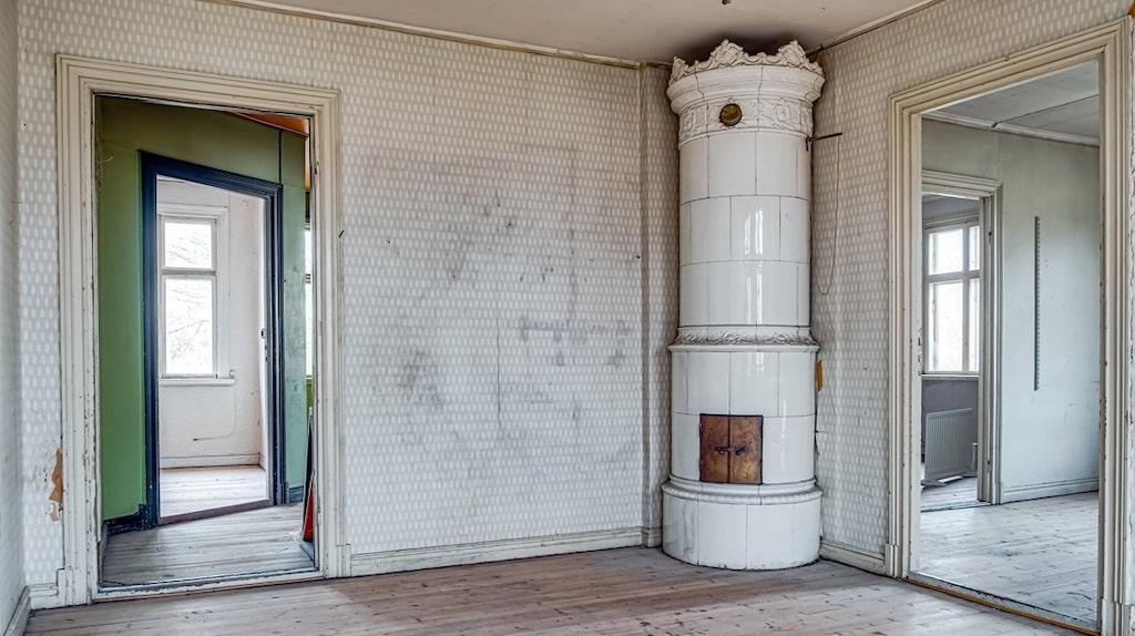 Huset har elva rum.