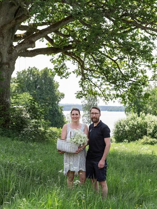 Jessica och Marcus vackra gamla gård ligger omgärdad av sommarblommande ängar.