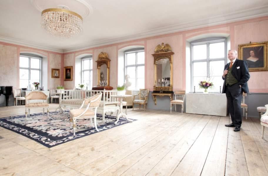 Inbjudande. Carl Jans favoritrum Stora rosa salen på övervåningen inbjuder till samtal och musik inspirerade av ljuset som flödar från fönstren.