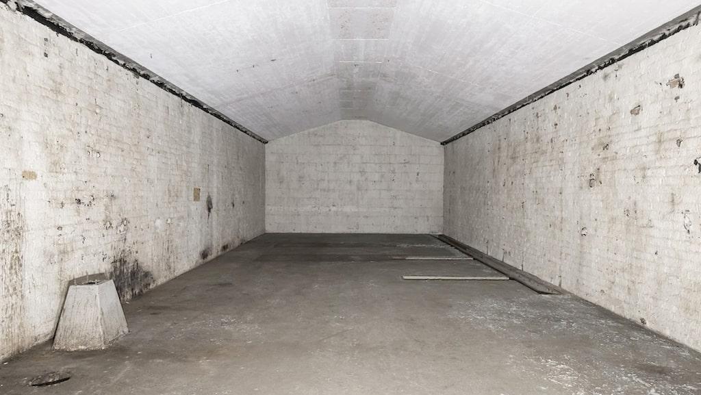 Svenska försvaret använde det till förvaring av ammunition. I salarna låg bomber, handgranater och stridsvagnsminor.
