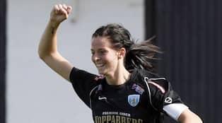 Lotta Schelin – en av Sveriges bästa fotbollsspelare – skriver om den  orättvisa jämförelsen mellan dam- och herrfotboll. b374f94c5a938