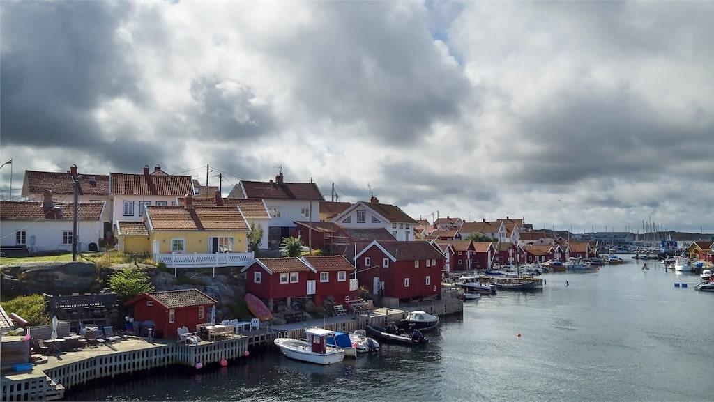 Gullhomen heter ön där det lilla gula fritidshuset med vita knutar ligger.