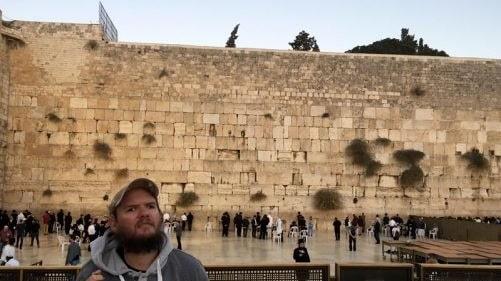Nyligen besökte Tony klagomuren i Jerusalem, Israel. I samband med den resan följdes han även av ett filmteam från BBC Travel Show.