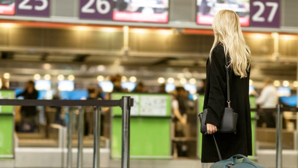 Om alla passagerare vägdes skulle man kunna spara pengar på flygbränsle, vilket i sin tur gynnar miljön.
