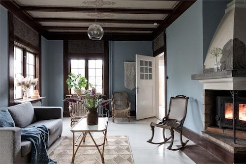 Bland visningsbilderna är det här mindre rummet det enda som målats i en färgglad kulör.