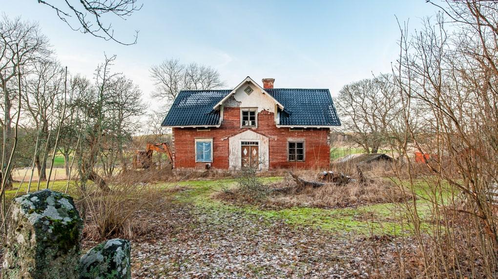 Huset har sex rum och kök och är 160 kvadratmeter stort.