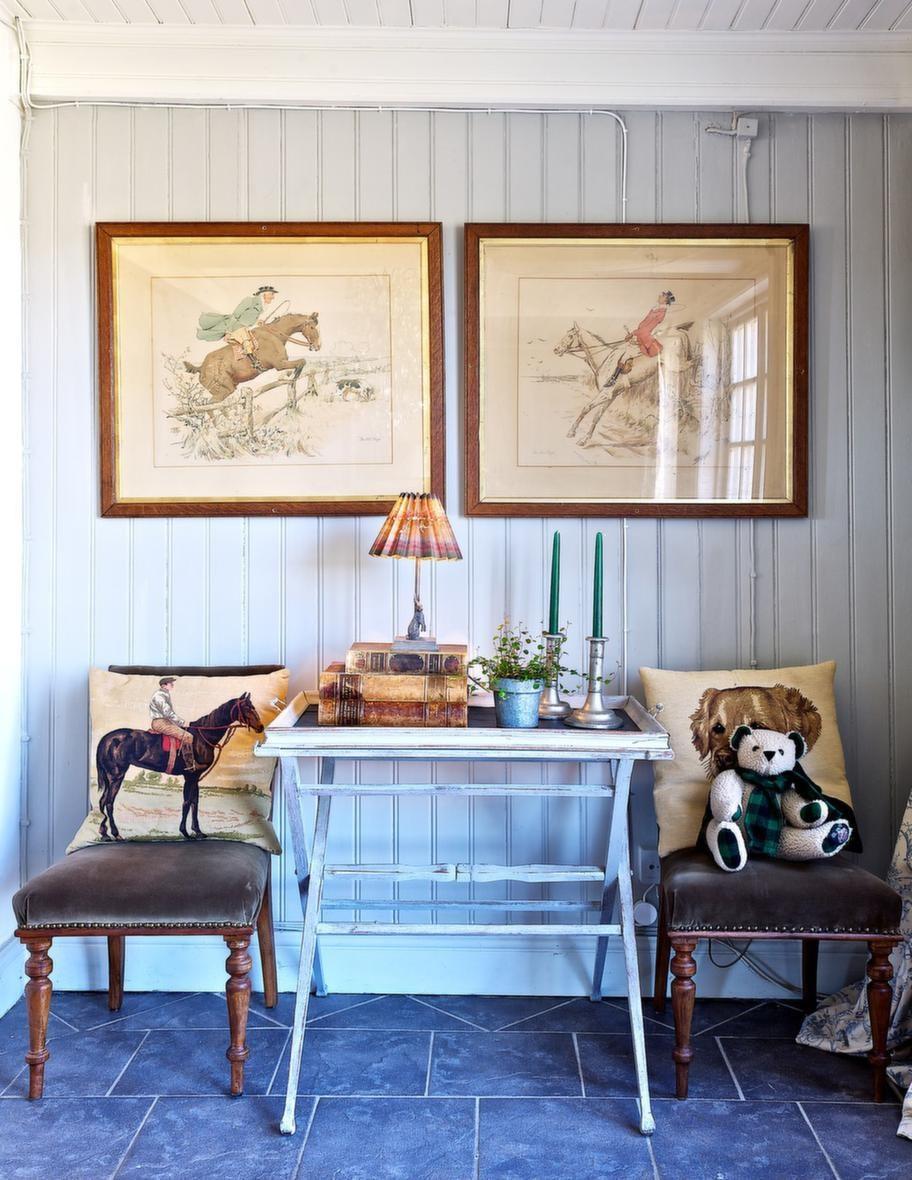 HÄSTMOTIV<br>Hästtavlorna har Catarina köpt i en antikaffär i den engelska staden Amersham. Hon bodde i England under en period och jagade ofta tillsammans med sin dåvarande häst.