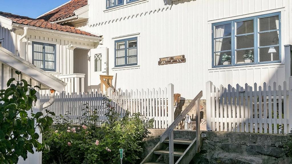 Huset ligger i Skärhamn och byggdes år 1880.