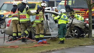 Sex personer i krock en livshotande skadad
