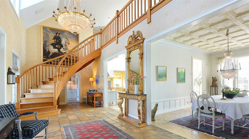 Man har varit noga med att behålla ursprungliga detaljer som visar de konstnärliga värden som 1800-talsromantiken stod för.