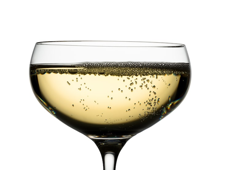 En coupe gör sig egentligen bättre till dessert än bubblor, enligt vinproffsen. Men i en champagnepyramid funkar de fint.
