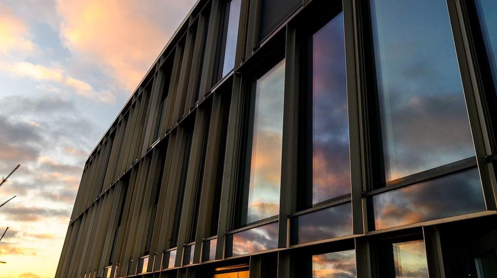 Lägenheten ligger i spektakulära Continental Apartments som erbjuder hotellservice.