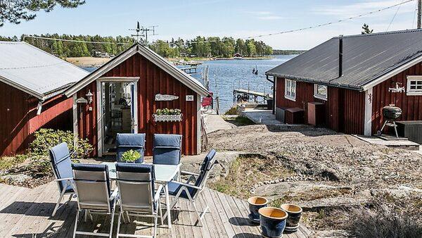 Stuga på Hammarö för 695 000 kronor.