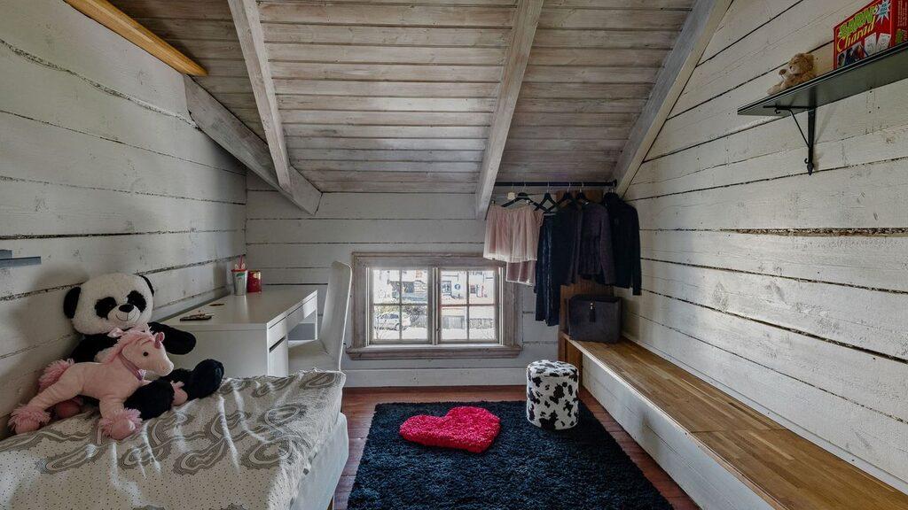 Ytterligare ett sovrum, nu använt som barnkammare.