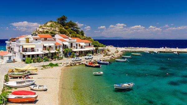 Pittoreska och populära byn Kokkari på Samos.
