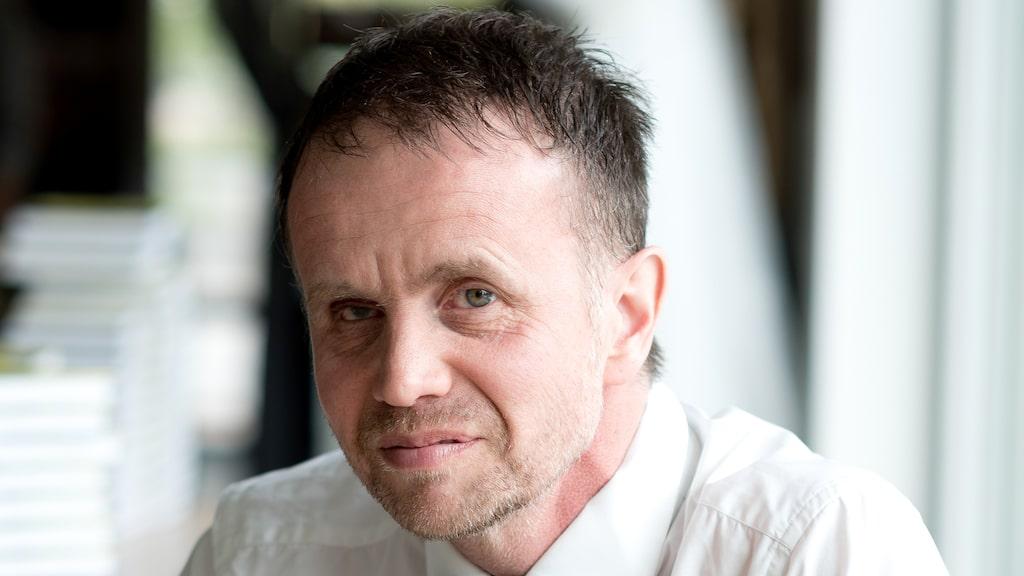 Mattias Säfwenberg sadlade om från sjuksköterska till sommelier - och nu är han aktuell med en bok om svenska viner.