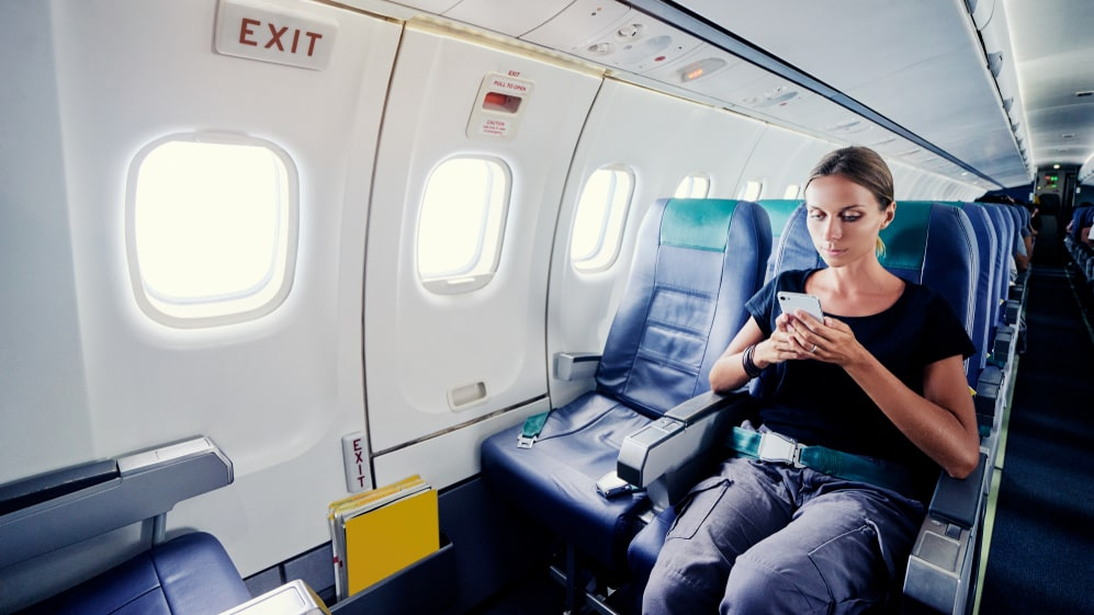 Många glömmer att sätta telefonen i flygplansläge ombord.