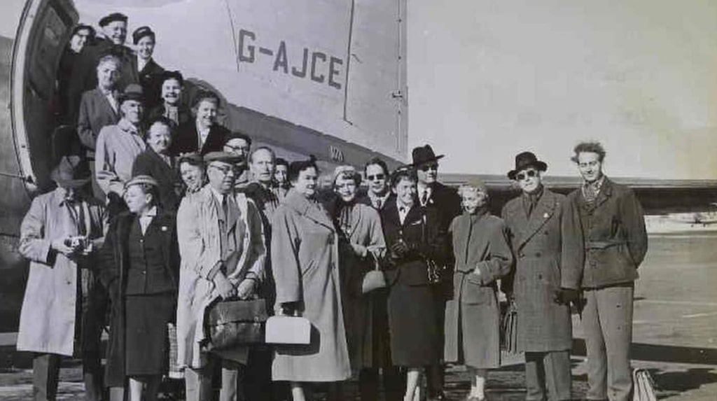 Den första charterresan gick med Svenska Aeros Vicker Viking.
