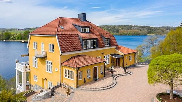 Miljonären Leif-Ivan Karlssons lyxiga villa i Tullinge.