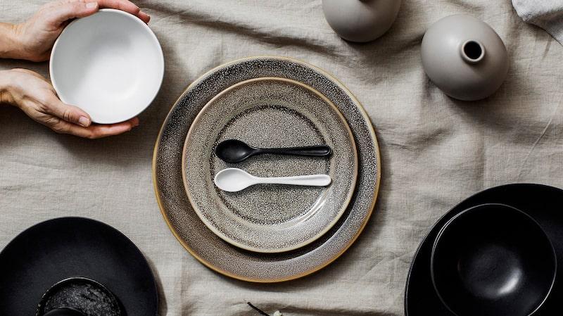 Rustik keramik syns på allt från bruksföremål till dekorativa ting.