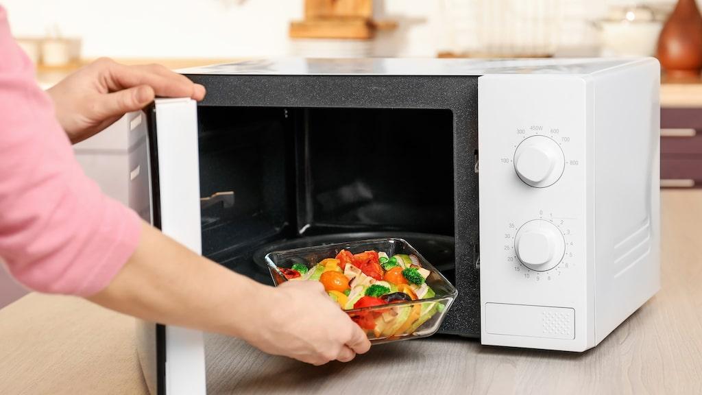 Använder du bara din mikro till att värma mat kanske du ska satsa på en enkel variant utan finesser.