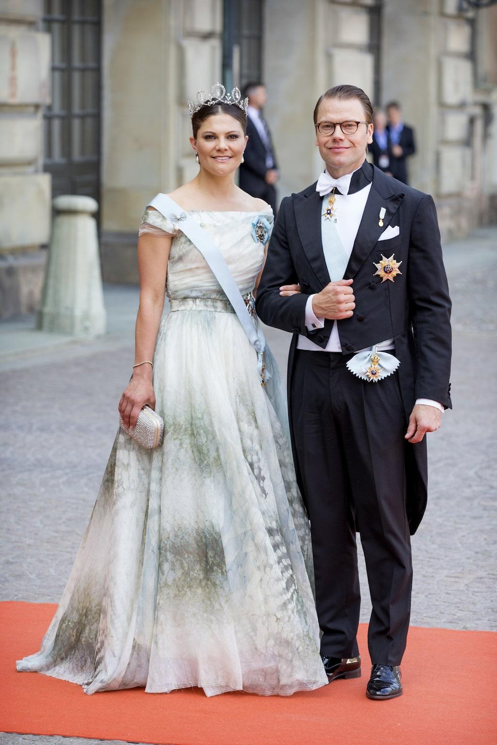 En som gärna bär H&M:s kläder är vår kronprinsessa Victoria. På prins Carl Philips och Sofias bröllop 2015 hade hon en specialuppsydd klänning från just kollektionen Conscious Collection.