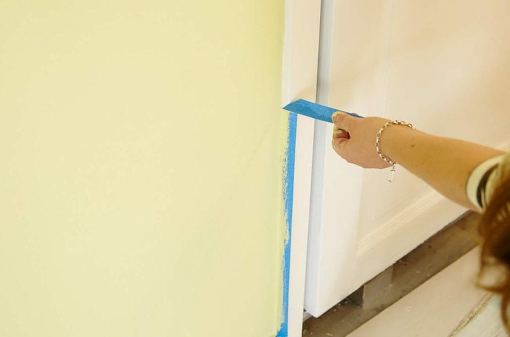 Tänk dock på att ta bort tejpen så fort du är klar med ditt målningsjobb.